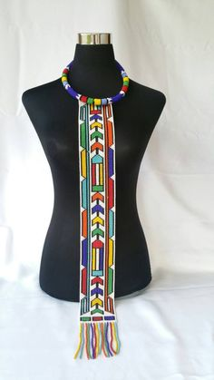 ndebele pattern black and white . African Beads Necklace, African Jewelry, African Inspired Fashion, African Fashion Dresses, African Accessories, Fashion Accessories, Textiles, African Design, African Wear