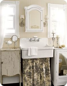 Love brown toile bathroom