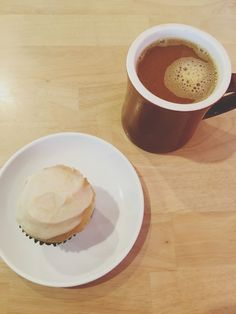 cupcakes at 2Tarts Bakery in New Braunfels | Adventures in a New(ish) City #sanantonio #texas #hillcountry #food #foodblogger #newishcityHOU