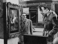 """""""Косой взгляд"""" Чтобы запечатлеть подлинную реакцию прохожих на откровенный портрет, выставленный в 1948 году в одной из художественных галерей Парижа, фотограф Робер Дуано незаметно установил свою камеру за антикварным стулом в витрине. Так появилась серия снимков людей, впервые видящих картину, которая по тем временам считалась довольно непристойной."""