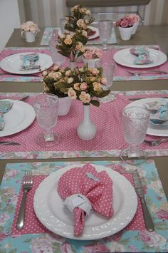 Mesa Posta: Rosa Delicado! Table Runner And Placemats, Table Runners, Mesas Shabby Chic, Table Centerpieces, Table Decorations, Table Place Settings, Table Set Up, Deco Table, Tablescapes