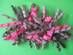 2 korker bows in brown and pink