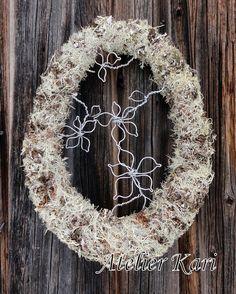 Atelier Kari naturdekorasjoner og kranser Grapevine Wreath, Grape Vines, Decorations, Wreaths, Home Decor, Atelier, Decoration Home, Door Wreaths, Room Decor