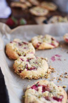 Erdbeer Crumble Muffin Cookies - Strawberry Crumble Muffin Cookies | Das Knusperstübchen