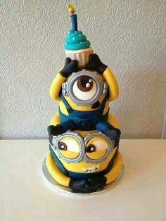 don't like cake but I LOOOVEE minions! Minion cakeI don't like cake but I LOOOVEE minions! Crazy Cakes, Fancy Cakes, Cute Cakes, Pretty Cakes, Yummy Cakes, Minion Torte, Bolo Minion, Minion Cakes, Cupcake Minions