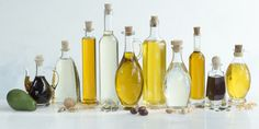 For years we've been told that polyunsaturates like sunflower oil are better than butter for heart health. Now, new research shows they may contribute to cancer. the best substitute for sunflower oil? Use Olive oil instead Types Of Cooking Oil, Best Cooking Oil, Cooking Tips, Healthy Cooking, Healthy Food, Healthy Recipes, Clem, Edible Oil, High Calorie Meals