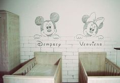 Mickey Minnie Mouse babykamer  Muurschildering in schetsstijl /  tekenstijl van Disney figuren. Deze schildering is gebruikt voor het geboortekaartje, zie de website van BIM Muurschildering voor details.