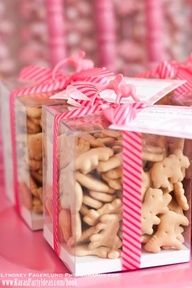 """Animal Crackers: This would make an adorable """"I'm Wild About You"""" Valentine. I would mix in some of the pink and white iced animal crackers to make it more festive! Animal Crackers, Animal Cracker Favors, Fish Crackers, Fiesta Baby Shower, Baby Shower Parties, Baby Shower Themes, Animal Theme Baby Shower, Baby Birthday, First Birthday Parties"""