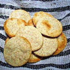 Шведское ржаное печенье100 г сливочного масла 4 ст.л. сахара 1/2 стакана ржаной муки 1 стакан обычной муки 1/8 ч.л. (щепотка) разрыхлителя 1/4 ч.л. соли 3 ст.л. воды