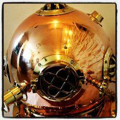 Wielki stylowy hełm nurka Mark V, mosiężny hełm pierwszych nurków Mark V - prezenty żeglarskie, stylowy element morskiego wystroju wnętrz, dekoracje marynistyczne, morski styl, stylowe upominki, prezent dla Żeglarza, morski wystrój wnętrz, żeglarskie dekoracje   http://www.sklep.marynistyka.org http://www.sklep.marynistyka.pl http://www.marynistyka.eu