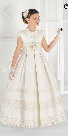 Vestido de comunion Carmy Deluxe 2016 GORAME en seda natural esterilla. Disponible para probar en Baunda Madrid y compra online. Envios a todo el mundo