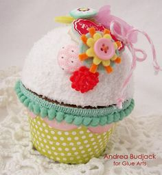 Cupcake box. Super cute and great container idea for small gifts.