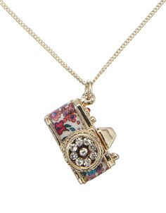 Lovely Retrò Camera Pendant by Accessorize. Know a few people who would like like Kira, Morgan