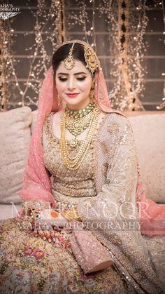 Pakistani Bridal Lehenga, Pakistani Wedding Outfits, Designer Bridal Lehenga, Bridal Pictures, Bridal Pics, Balochi Dress, Bride Look, Wedding Looks, Wedding Photoshoot