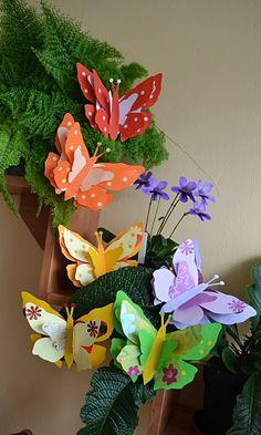 Tvoření s dětmi | Galerie.cz Preschool Crafts, Crafts For Kids, Origami, Open House, Bee, Paper Crafts, Butterfly, Children, School Bulletin Boards