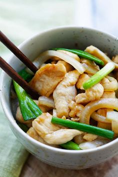 Onion Scallion Chicken - tender and juicy chicken stir-fry with onions and scallions in mouthwatering Chinese brown sauce. This easy recipe takes only 20 minutes and goes well with rice or noodles | rasamalaysia.com