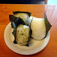 弁当のいらん日の朝ごはんは… こんなもんです❗️ - 6件のもぐもぐ - ワサビおにぎり  梅おにぎり by miyuyasushima