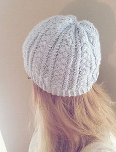 This hat is very easy, the main stitch pattern is only 4 rows (and one of them repeats) so it is easy to memorize.