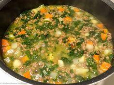 Hiidenuhman keittiössä: Lehtikaali-jauhelihakeitto Palak Paneer, Cheeseburger Chowder, I Foods, Kale, Curry, Ethnic Recipes, Soups, Blog, Collard Greens