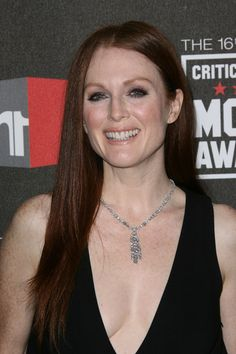 Julianne Moores long layered hairstyle