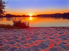 Arena La arena puede estar seca, o puede estar mojada, la hay de color dorado, también, de color quemado y...