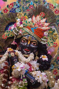 Iskcon Vrindavan, Bhakti Song, Cute Photography, Wreaths, Halloween, Krishna, Painting, Home Decor, Art
