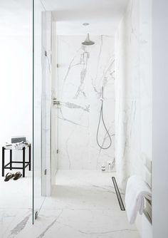 Marmeren badkamer - Marmeren badkamer, Check more at familybathroom Marble Bathroom Floor, White Marble Bathrooms, Condo Bathroom, Diy Bathroom Remodel, Chic Bathrooms, Modern Bathroom, Shiplap Bathroom, Bathroom Plants, Bathroom Worktops