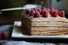 Медовый торт у меня ассоциируется с Новым Годом, особенно вкусным он всегда оказывается утром 1 января, когда за последний кусочек торта начинается настоящая битва, и побеждает, как правило, тот, кто проснулся первым. Рецепт, проверенный несколькими поколе
