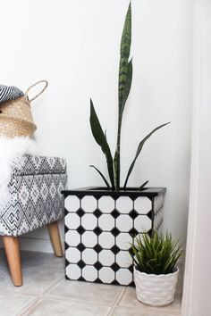 Delightful Beautiful Ideas To Make Your Own Modern Tiled Planters! Love The Beautiful  Black And White