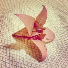 Progetto di MilanoFree #poesieinfiore #origami #loto #milano http://www.youtube.com/watch?v=KUTQORQUsR0