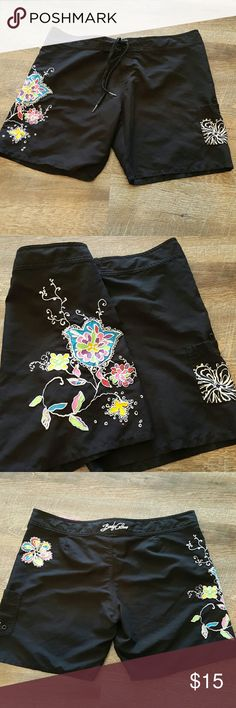 """Body Glove Board surf shorts Size L Black Like new board shorts, 100% polyester,  super pretty embroidered flower designs.  Inside waistband is pink and white pocka dots.  Has a side pocket, velcro and drawstring closure.  Waist measures 16.5""""  Bundle discount available. Nonsmoking home. All reasonable offers accepted. Body Glove Shorts"""