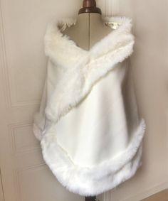 82bb56e465c Cape cachemire et fourrure mariage cape de mariée 100% cachemire blanc  cassé et fausse fourrure de luxe