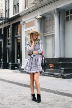 Rebecca Laurey by @RebeccaLaurey SPENCER HAT: bit.ly/29wsJXg BLACK BOOTS: bit.ly/29wtcIQ