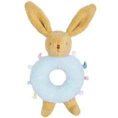 Voici le Hochet lapinbleuavec étiquettesde Trousselier.    Un beau hochet lapin au corps rayé bleu avec de petites étiquettes à attraper !