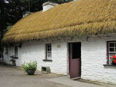 thatch cottage, Loop Head, County Clare, ireland
