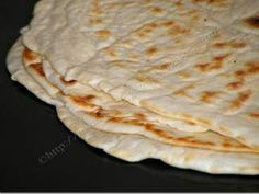 Lipii rapide la tigaie de The Kingdom of Narnia Bread Recipes, Vegan Recipes, Cooking Recipes, Barley Recipes, Vegan Food, Good Food, Yummy Food, Romanian Food, Just Bake