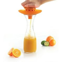 .Mastrad crafted this handy juicer with a dual-head to easily accommodate small and large citrus fruits.