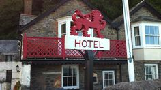 The Red Lion Hotel at the bottom of the stairs (way, way down)...;-)