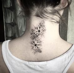 40 Beautiful Back Neck Tattoos For Women Tattooblend Top 40 Neck Tattoo Ideas 2020 Trend Upd. Back Of Neck Tattoos For Women, Neck Tattoos Women, Cute Tattoos For Women, Neck Tattoo For Guys, Sexy Tattoos, Tattoos For Guys, Tattoos Pics, Yoga Tattoos, Small Tattoos
