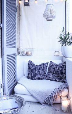 balcony inspiration, photo by View of Cara (via seaofshoes.com)уютно, белый цвет создает пространство