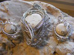 Biżuteria wire wrapping to maleńkie dzieła sztuki. Technika ta jest czasochłonna i wymaga ogromnej precyzji i cierpliwości. Ale warto zadać sobie trochę trudu żeby zobaczyć efekt końcowy:-)