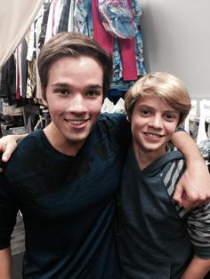 It would be hilarious if Icarly came back With Jace Norman as a character Bc if you saw what He did on TV in the movie Rufus He would be perfect for the show! Cute Celebrities, Celebs, Jace Norman Snapchat, Pretty People, Beautiful People, Henry Danger Jace Norman, Nathan Kress, Dan Schneider, Icarly