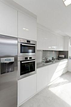 Awesome White Kitchen Cabinets Decor Ideas For Farmhouse Style Design Kitchen Room Design, Luxury Kitchen Design, Modern Kitchen Cabinets, Kitchen Cabinet Design, Home Decor Kitchen, Interior Design Kitchen, Kitchen Layouts, Oak Cabinets, Cuisines Design