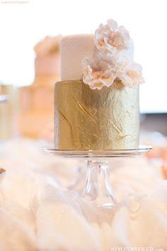 Blush and gold wedding cake Cupcakes, Cupcake Cakes, Beautiful Cakes, Amazing Cakes, Fondant, Gold Cake, Metallic Cake, Metallic Gold, Gold Leaf