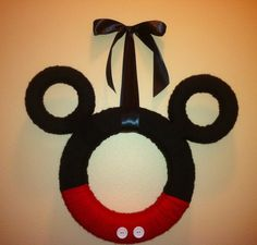 Mickey Mouse Ears Yarn Wreath gonna have to make a minnie one Mickey Craft, Mickey Mouse Wreath, Mickey Mouse Crafts, Mickey Mouse Parties, Mickey Party, Mickey Mouse Clubhouse, Mickey Minnie Mouse, Disney Diy, Disney Crafts