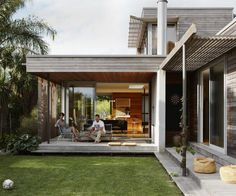 An architect and an industrial designer succeed in melding beach and city together flawlessly in their family home in Westmere, Auckland