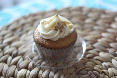 Tribute cupcake for President Garfield. Olive oil cake, honey and walnut filling, honey buttercream. #presidents #James Garfield #headofstatecakes