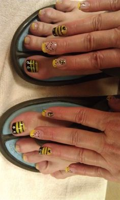 BEE MANI/PEDI black and yellow @Angela Ely I can see this working well for you.