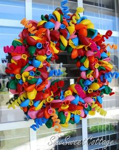 Wreath how to make a balloon wreath. other crafts too! How to Make a Balloon Wreath Birthday Balloon Wreath, Birthday Balloons, Birthday Fun, Birthday Wreaths, Office Birthday Decorations, Wreath Crafts, Diy Wreath, Fabric Wreath, Wreath Making