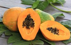 Not only does papaya taste good but it is even good for your skin! Large pores although it may seem very small, it is in fact a big problem. Large pores make Salt Face Scrub, Diy Face Scrub, Body Scrub, Skin Care Regimen, Skin Care Tips, Herbal Remedies, Natural Remedies, Papaya For Skin, Open Pores On Face